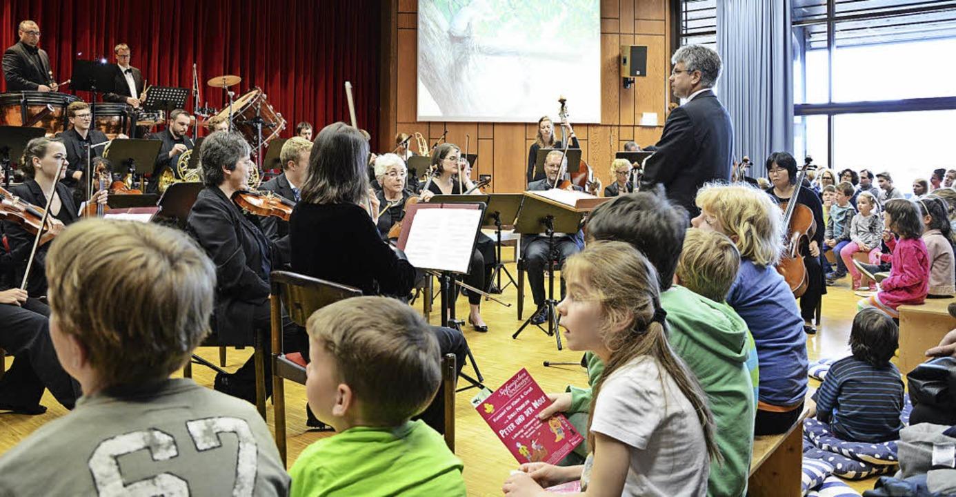 In jeder Beziehung nah dran an den Kin...as Sinfonische Orchester im Kurhaus.    | Foto: Evers