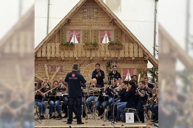 Orchester trifft mit Deko ins Schwarze