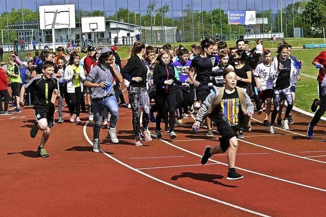 Schüler rennen für Mädchen in Afrika
