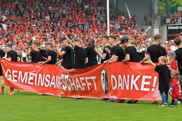 Tausende Fans feiern den Saisonabschluss im Stadion
