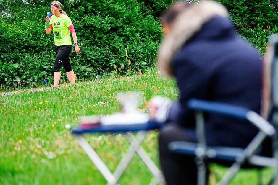 3000 Läufer starteten am Muttertag auf einem 18,2 Kilometer langen Kurs rund um den Schluchsee. Die 34. Auflage des Langstreckenklassikers gewannen der Ex-Freiburger Benedikt Hoffmann und die Hinterzartenerin Stefanie Doll. (Foto: Patrick Seeger)