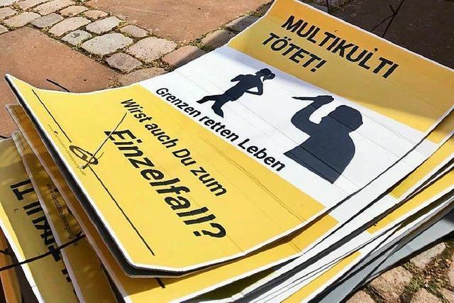 Ausländerfeindliche Plakate der Identitären Bewegung in Offenburg – Polizei ermittelt