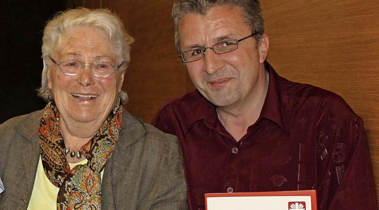 Geehrt hat die Caritas Elfriede Wimmer und Tahir Shabani.  | Foto: Caritas