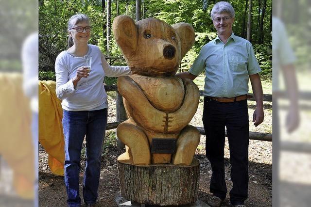 Ein neuer Bär aus Eichenholz