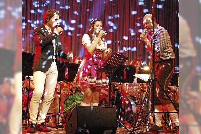 Hitmix mit Erdbeerbowle bei der Buchholzer Blasmusiknacht