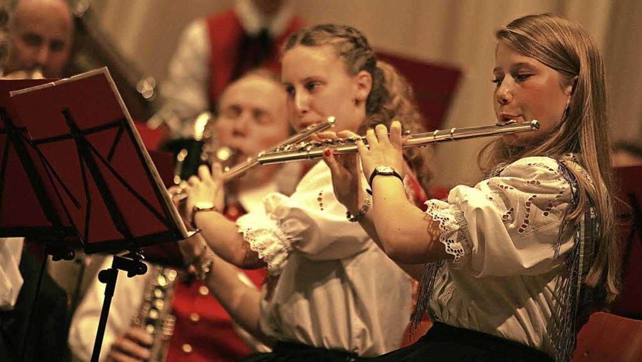 Die St. Ulricher Musiker  begeistern die Zuhörer mit imposanten Klängen.   | Foto: Wolf-Wilhelm Adam