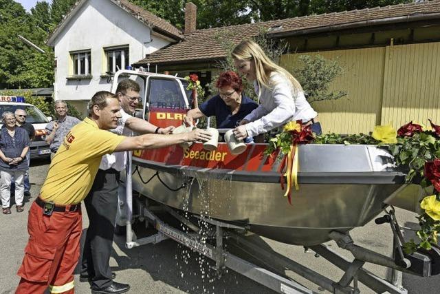 Eine Bierdusche für das neue Boot