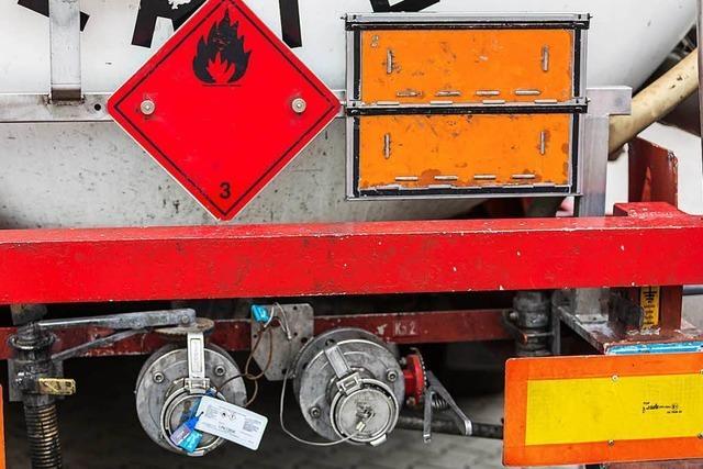 Gefahrgut-Laster auf der B31: zu schnell, übermüdet, ohne Papiere