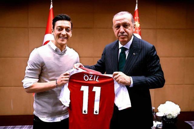 Erdogan-Fotos bescheren Özil und Gündogan viel Kritik