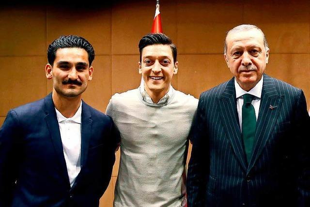 Gündogan und Özil sind Steigbügelhalter im Fußballdress