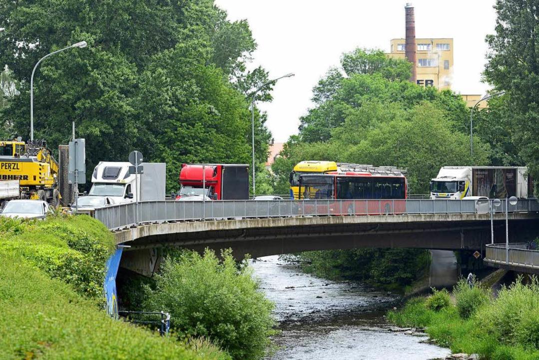 Trübe Aussichten: Auf der Leo-Wohleb-Brücke.  | Foto: ingo schneider