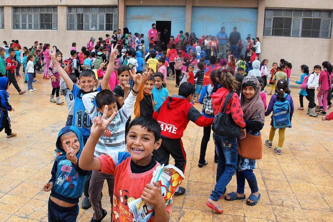 Auf dem Schulhof der einzigen Schule R...e. Viele von ihnen sind traumatisiert.  | Foto: Rehmann