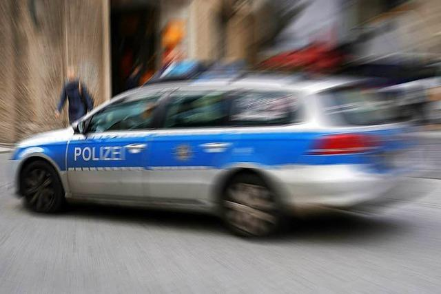 Schwer verletzt: Ein 78-Jähriger wird in Lörrach von einem Auto angefahren