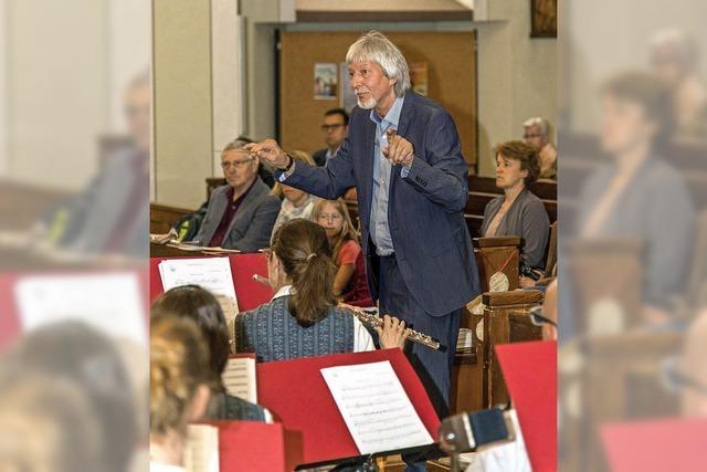 Der Komponist greift selbst zum Taktstock