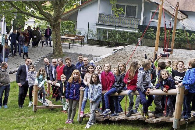 Neugestalteter Spielplatz in Oberweier