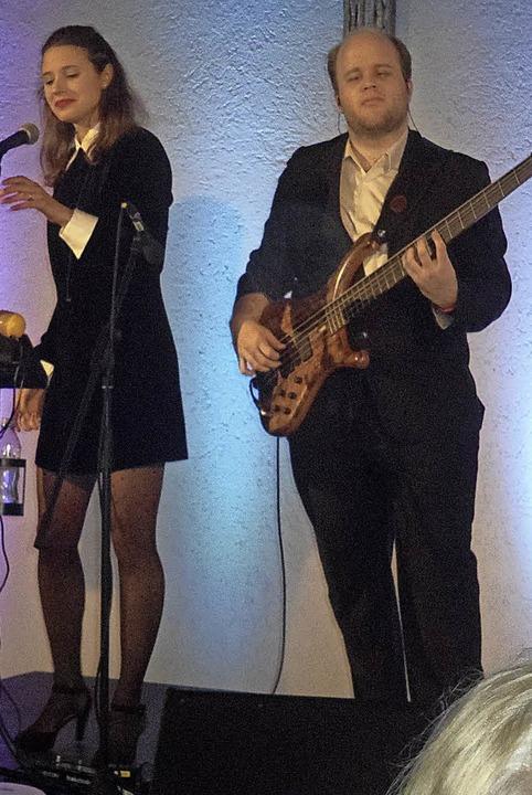 Die Initiative Kulturo hatte mit Kira ...E-Bass) zwei junge Talente eingeladen.  | Foto: Ingrid Jennert
