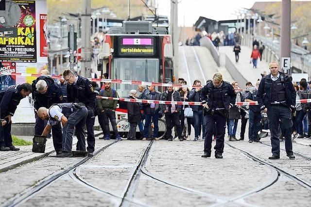Wie gefährlich war der Mann, der mit einem Messer über die Bertoldstraße lief?