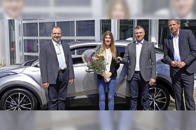 Blumen und ein neues Auto