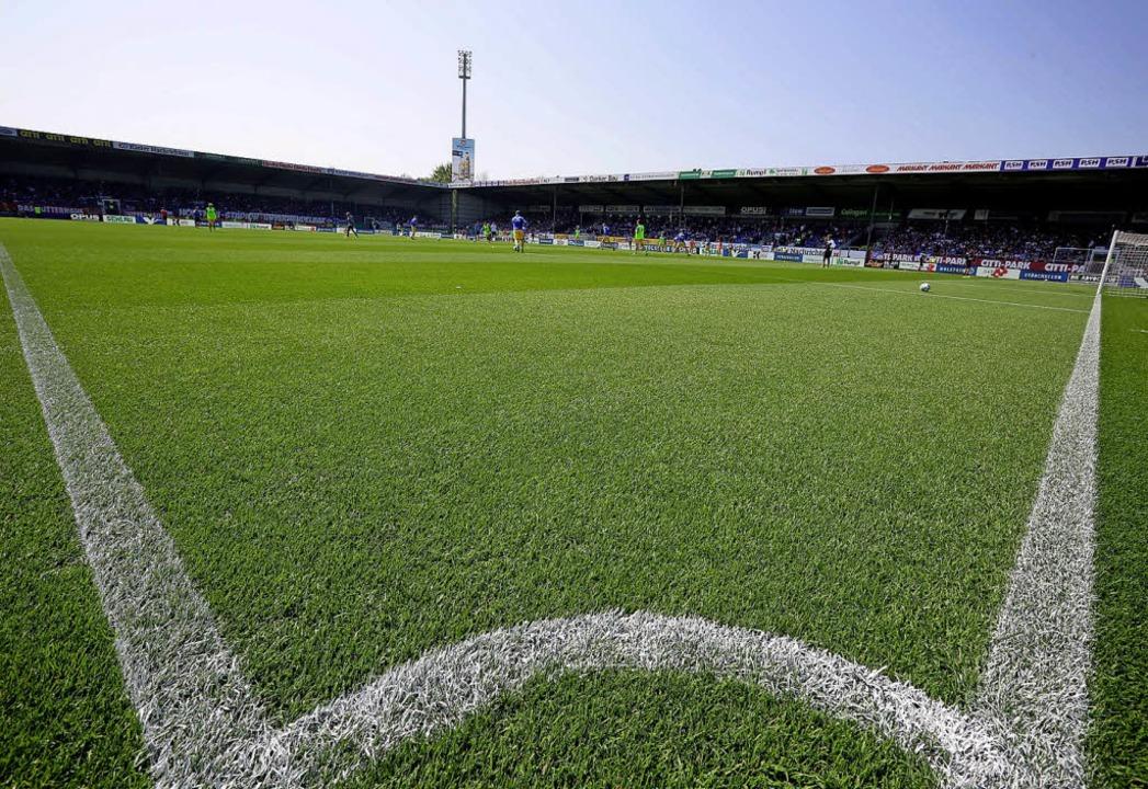 Das Stadion in Kiel hat durch die DFL ...ulassung für die erste Liga erhalten.   | Foto: dpa