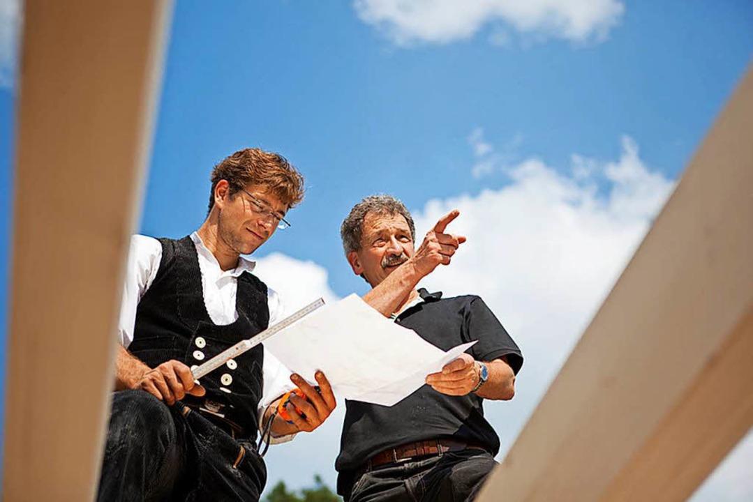 Aufgrund der guten Konjunktur sind Dachdecker derzeit kaum zu bekommen.  | Foto:  Fotolia.com/contrastwerkstatt