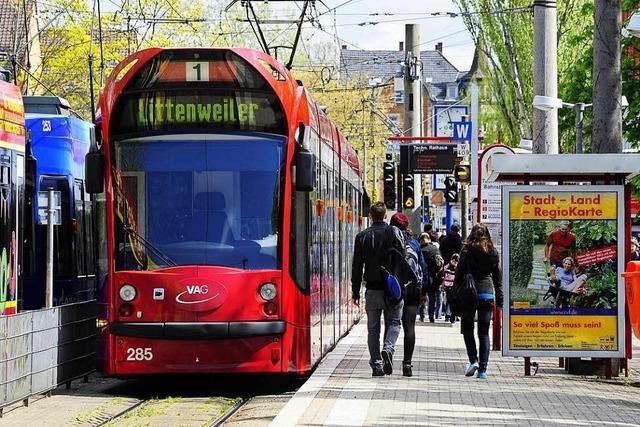 Bahnverkehr am Rathaus im Stühlinger kurzzeitig wegen Unfall unterbrochen
