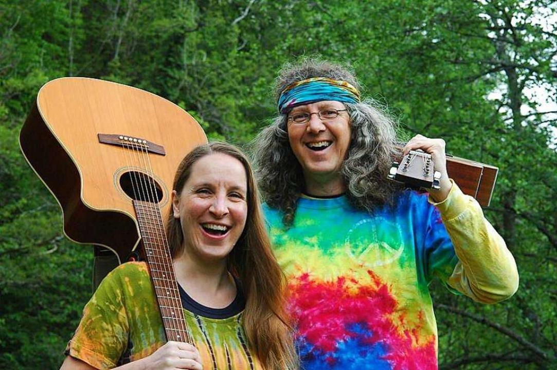 Tina & Jo sind als Straßenmusik-Duo in der Region bekannt.  | Foto: Kathrin Ganter