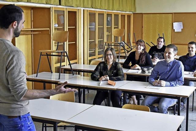 Wo Schülerinnen und Schüler nach der Arbeit die Schulbank drücken
