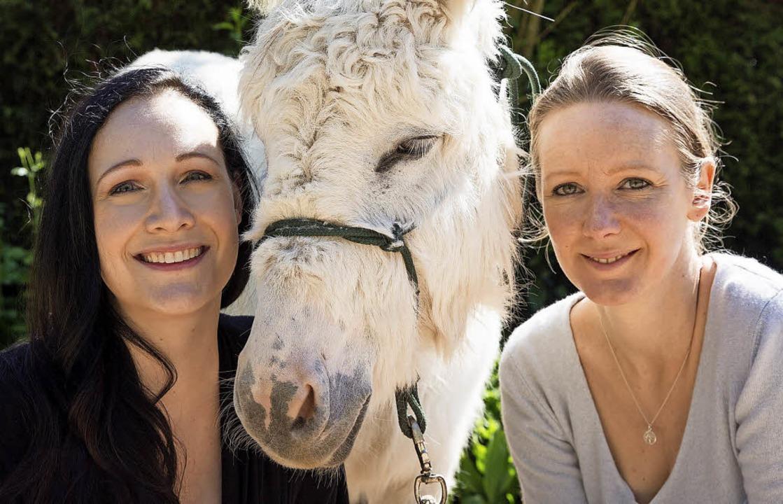 Die beiden Anima-Geschäftsführerinnen ...ene Grundig (links) und Davina Schmitz  | Foto: Anima Tierwelt