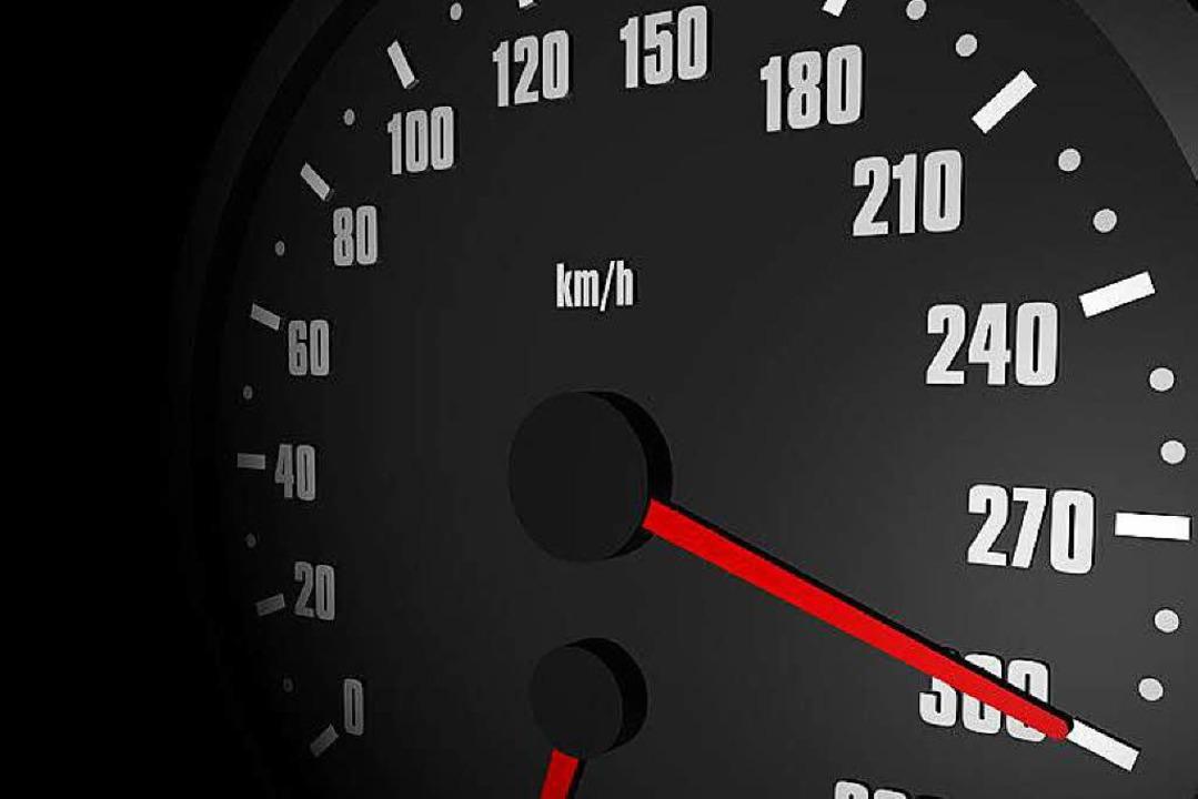Mit fast 300 Kilometern pro Stunde ist...ahr über die B314 im Wutachtal gerast.  | Foto: rare / fotolia.com
