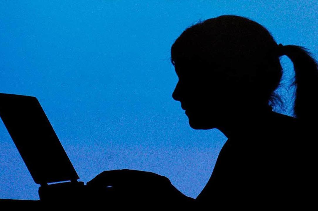 Die Datenschutzgrundverordnung regelt ...ternet tun – und nicht nur dort.    Foto: dpa