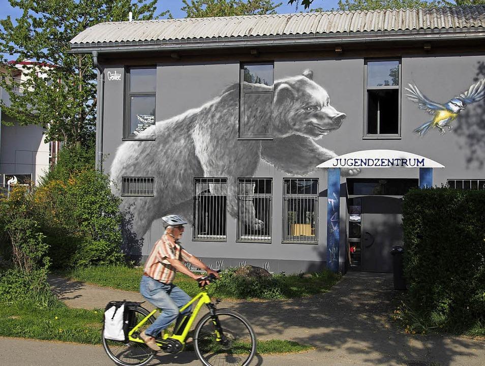 Bärenstark:   Fassade des Kirchzartener Jugendzentrums   | Foto: M.  Donner