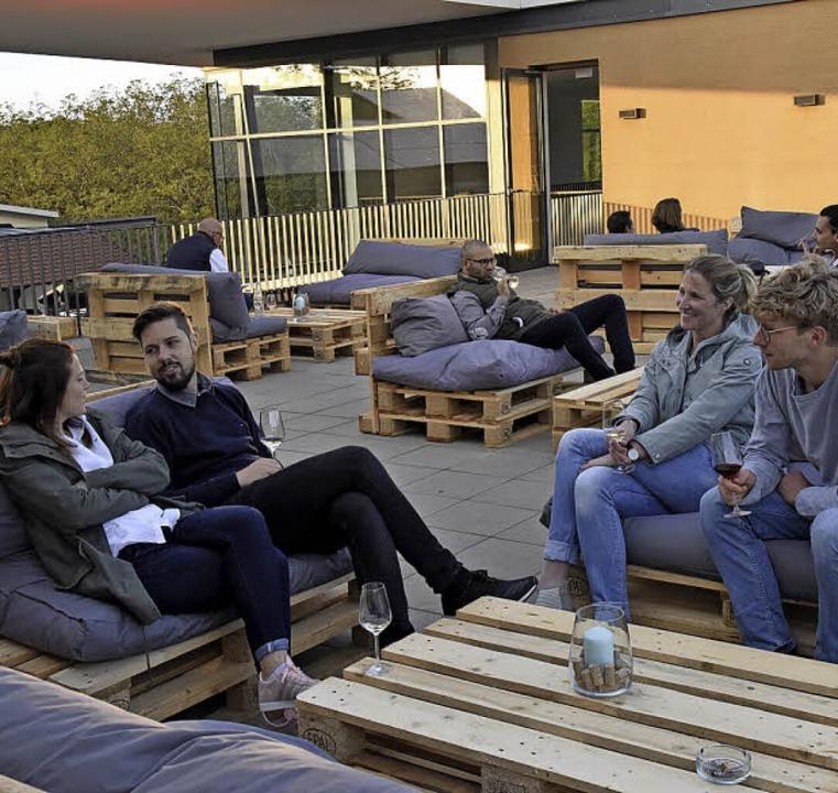 Lounge-Atmosphäre auf dem Dach des Weinguts  | Foto: Markus Zimmermann