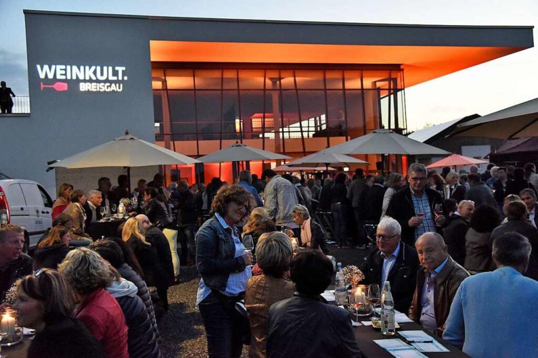 Stimmungsvolle Atmosphäre zwischen Reb...nkeller: Die Weinkult Breisgau kam an.  | Foto: Markus Zimmermann
