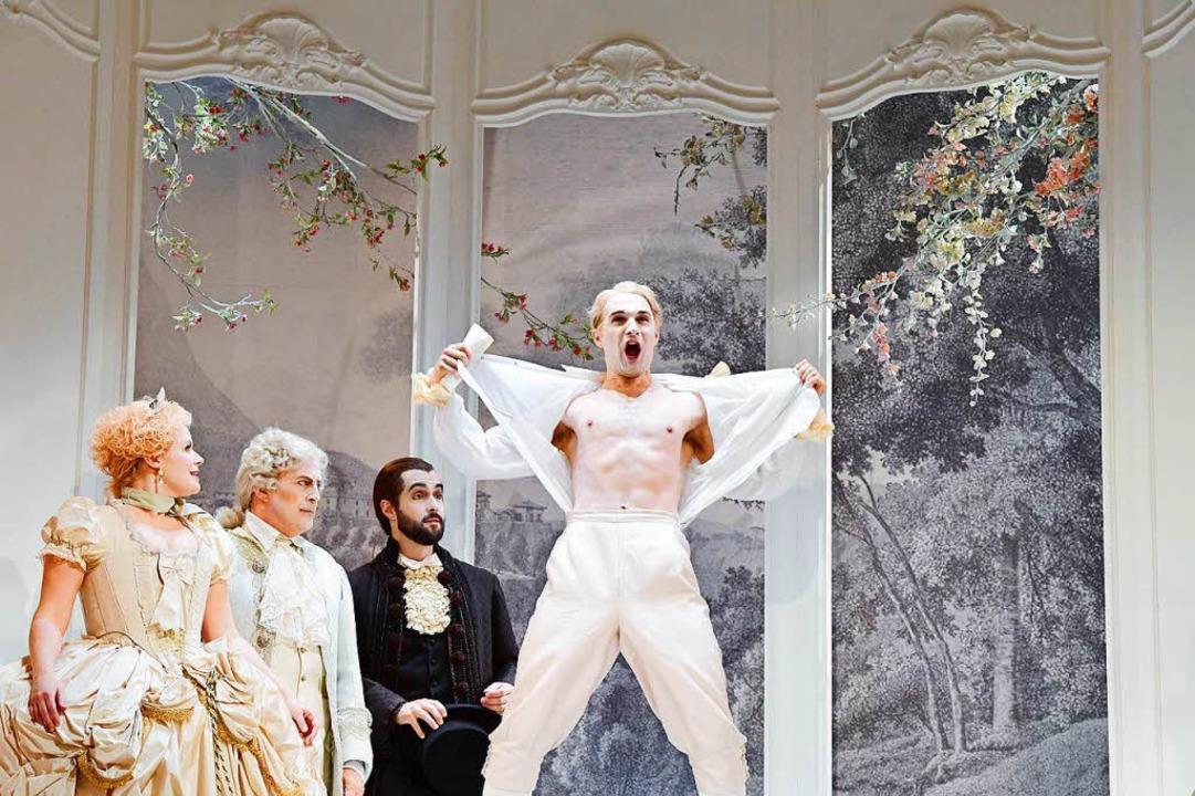 "Der Wüstling als Exhibitionist: Szene ...217;s Progress"" am Theater Basel  | Foto: sandra then"