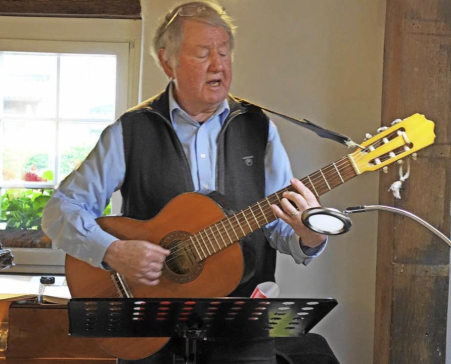 Mundart-Liedermacher Frank Dietsche, m...80 Jahre alt, gastierte im Hebelhaus.   | Foto: Gudrun gehr