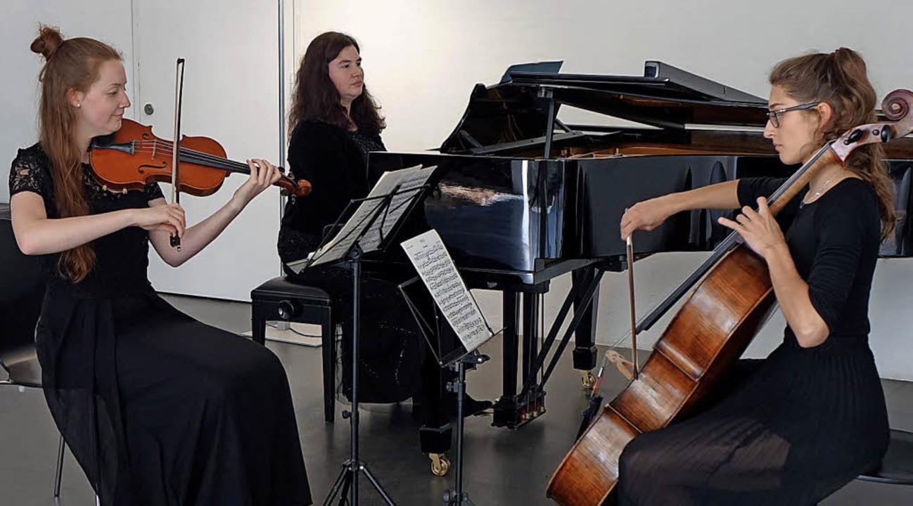 In irische, tschechische und russische...ier) und Polina Niederhauser (Cello).     Foto: Roswitha Frey