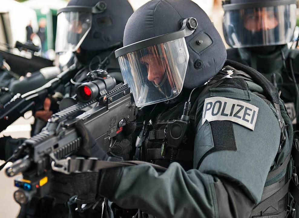 Was darf die Polizei in Bayern in Zuku...egen in Baden-Württemberg schon heute?    Foto: dpa