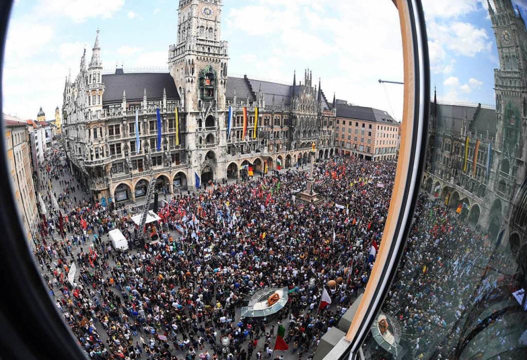 Am 10. Mai gingen tausende Menschen ge... Polizeiaufgabengesetz auf die Straße.    Foto: dpa
