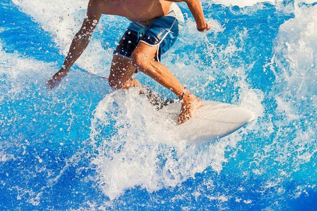 Eine Stunde Surfen auf der künstlichen Welle soll 45 Franken kosten (Symbolbild)  | Foto: David Freigner (Adobe Stock)