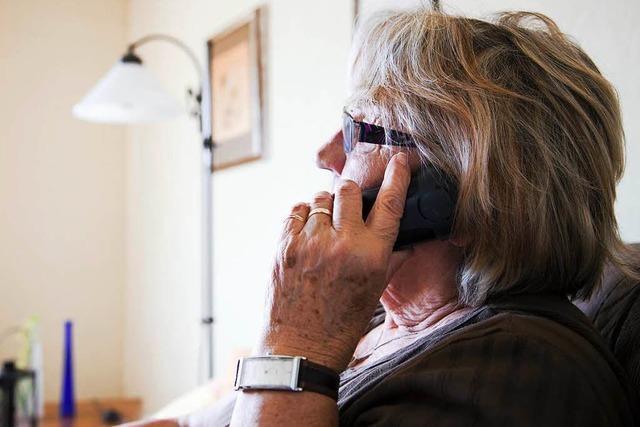 So konnte sich eine Frau gegen falschen Polizisten am Telefon wehren