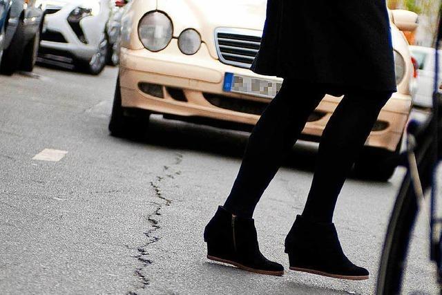 Autofahrerin streift Fußgänger auf Zebrastreifen an der Uni-Bibliothek