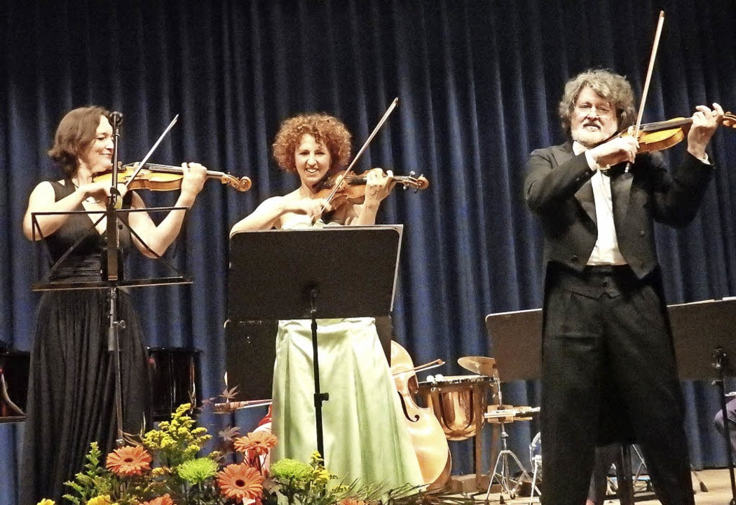 Beim Konzert von und für Tibor Szüts b...r anderem mit einem ungarischen Lied.     Foto: Bianca Flier
