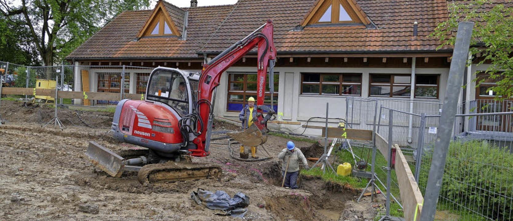 Auf Hochtouren laufen die Arbeiten zum Anbau an den Rümminger Kindergarten.     Foto: Markus Maier