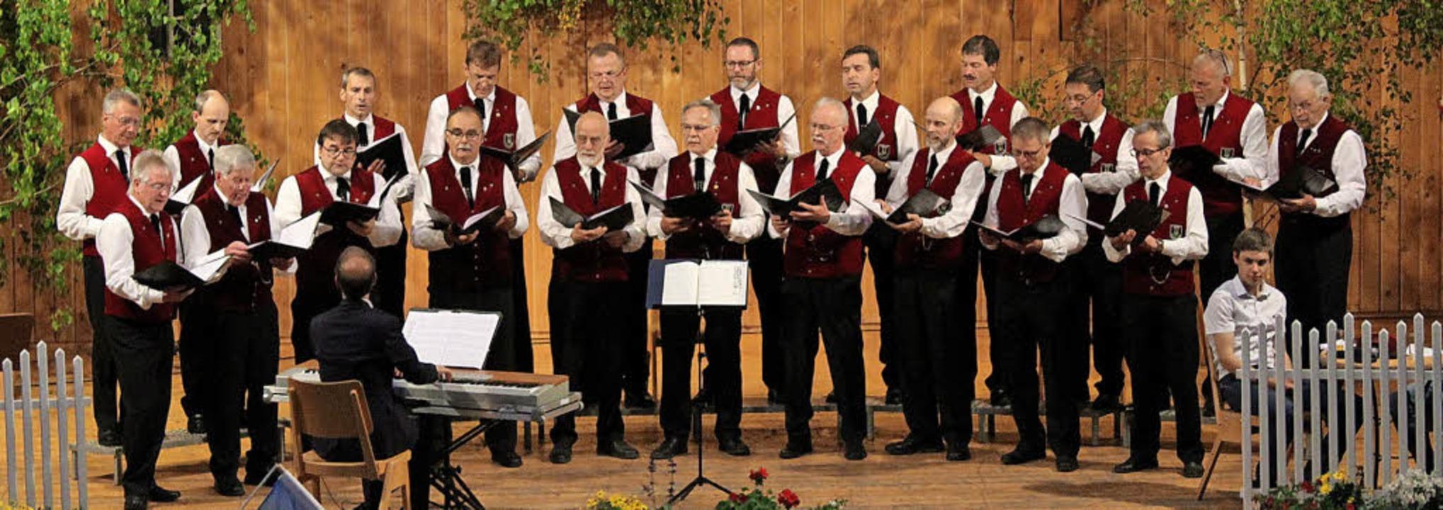 Ein  abwechslungsreiches Programm boten die Sänger in der Schwarzwaldhalle dar.   | Foto: Erich Krieger