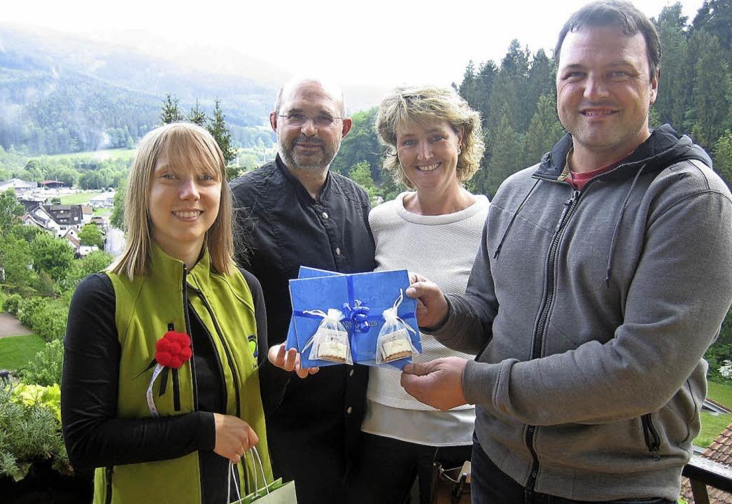 Nicola Kaatz, Hannes und Simone Becher...Hauptpreises der ZTL-Schlemmerwochen.   | Foto: ZTL