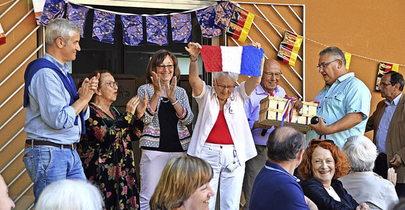 Die Präsidenten der Komitees aus Itali... Partnerstädten nahmen Künstler teil.   | Foto: Helena Kiefer