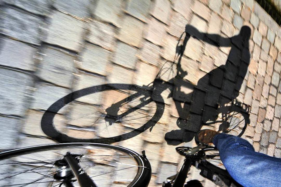 Ein Radfahrer hat 2015 in der Freiburg...er kurz darauf verstarb.  (Symbolbild)  | Foto: Thomas Kunz