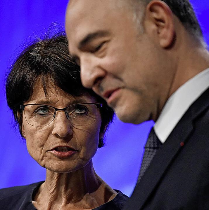 Die EU-Kommissare Marianne Thyssen und...ici blickten auf jedes Mitgliedsland.   | Foto: aFP