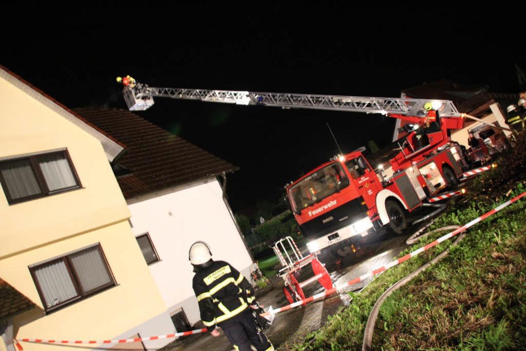 Die Marcher Feuerwehr wurde bei ihrem ...r der Bötzinger Feuerwehr unterstützt.  | Foto: Mario Schöneberg