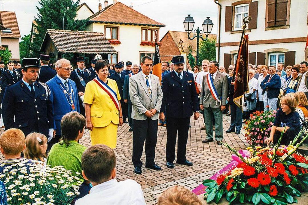 Gefallenenehrung bei der 10-Jahre-Partnerschaftsfeier in Herbsheim  | Foto: Ekkehard Klem